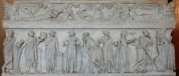 4301-01-17-MUNICIPIO-MUSE-585px-Muses_sarcophagus_Louvre_MR880